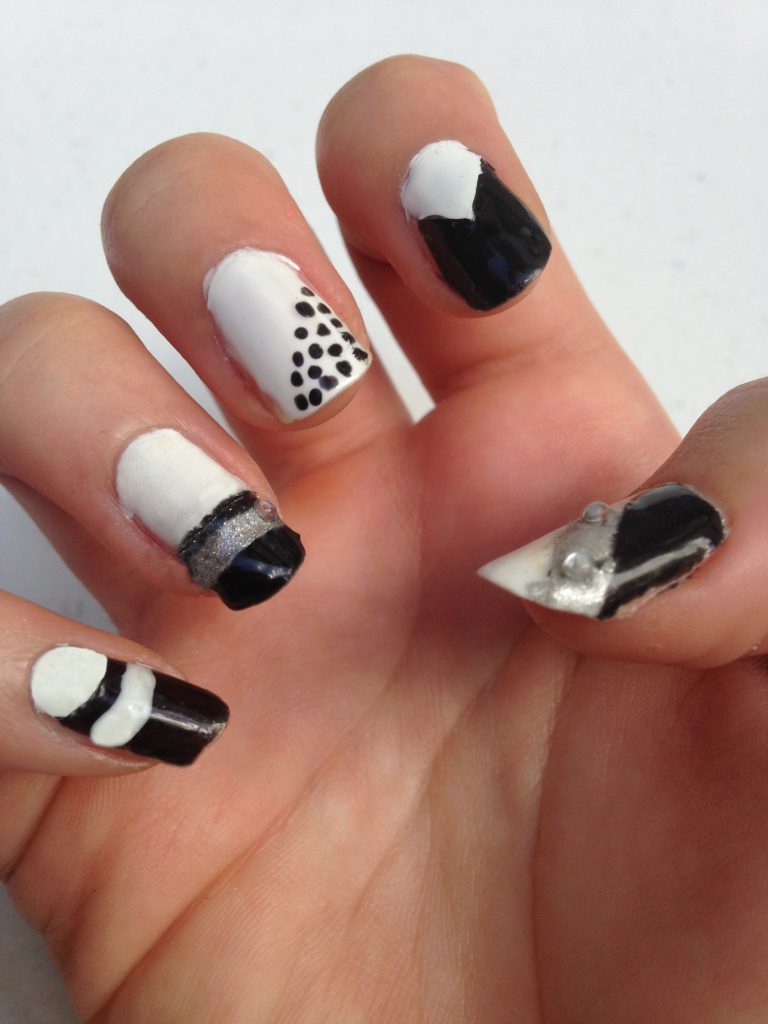 Black and White Geometric Nails Right Hand