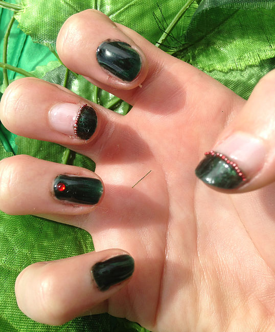 Poison Ivy Nails 1