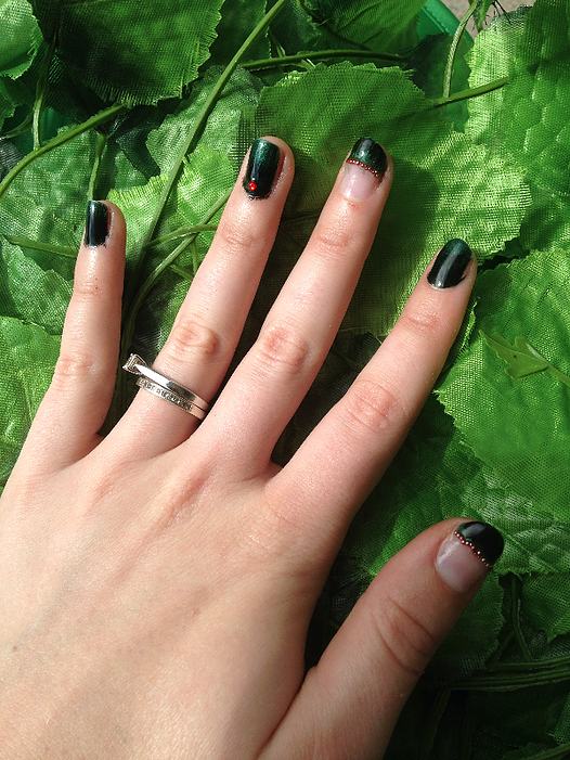 Poison Ivy Nails 2