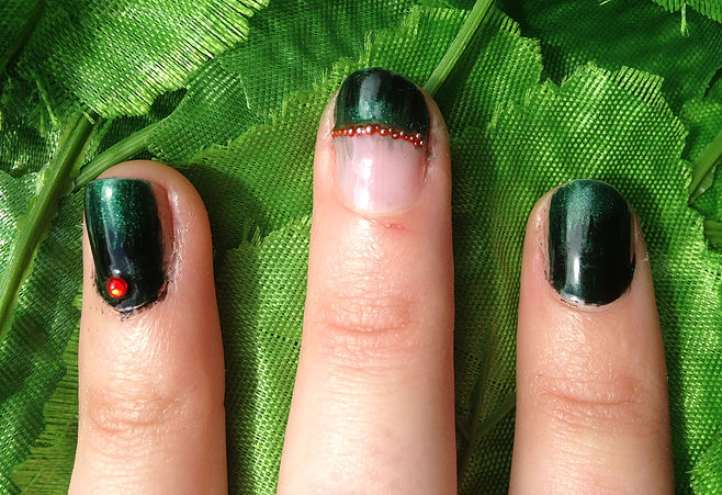 Poison Ivy Nails 3