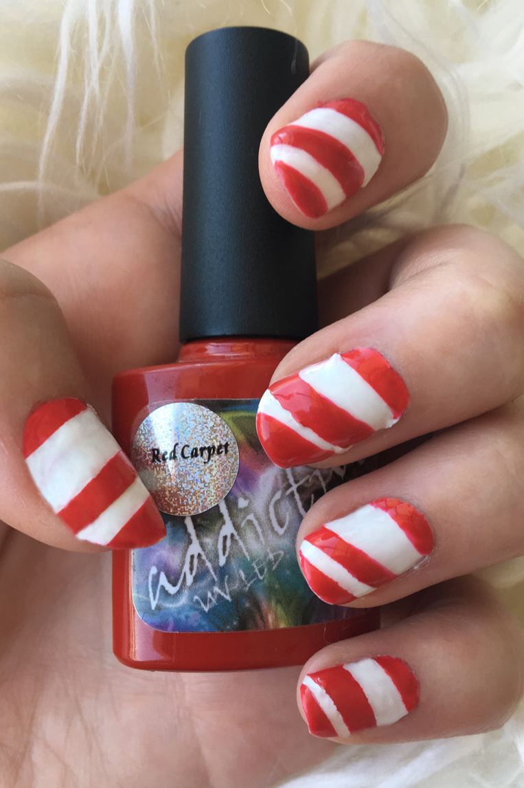 Some simple Christmas candy cane nails to get you in the Christmas spirit right down to your fingers. Easy step by step tutorial to get your own sweet fingertips below!