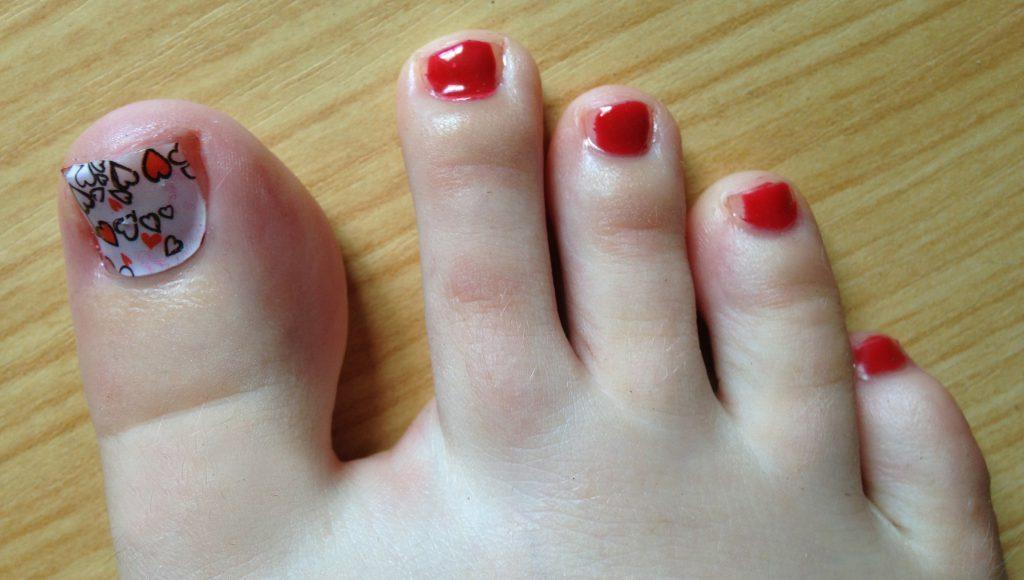 Valentine's Hearts Toe Nails