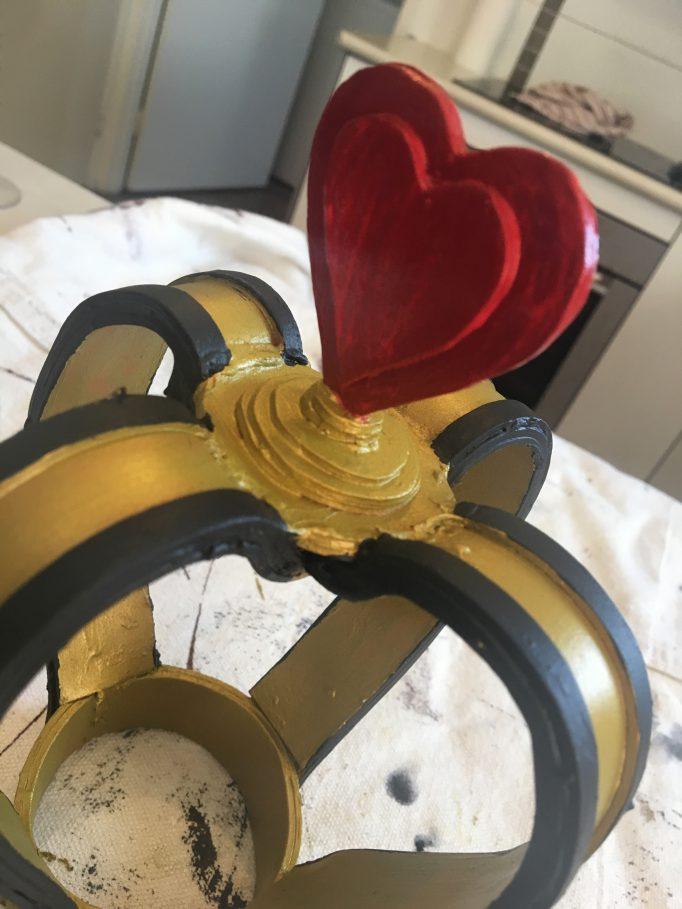Queen of Hearts Crown DIY Step 10-3